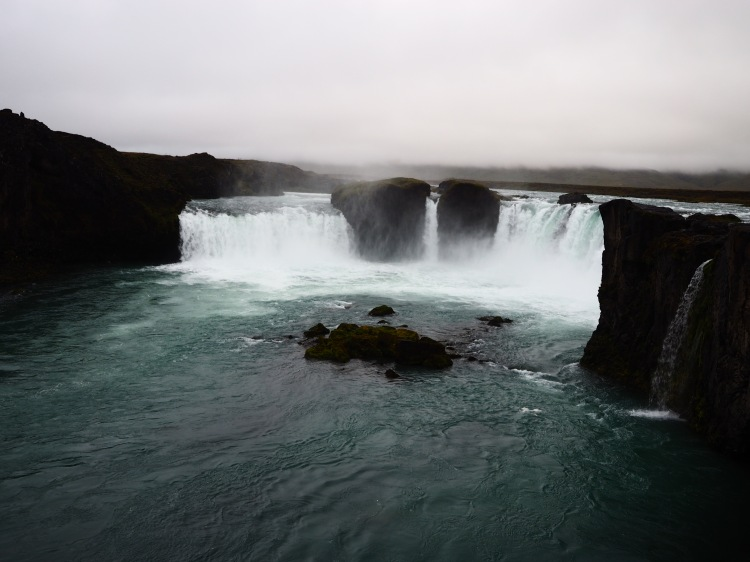 godafoss-waterfall-iceland-wwellend