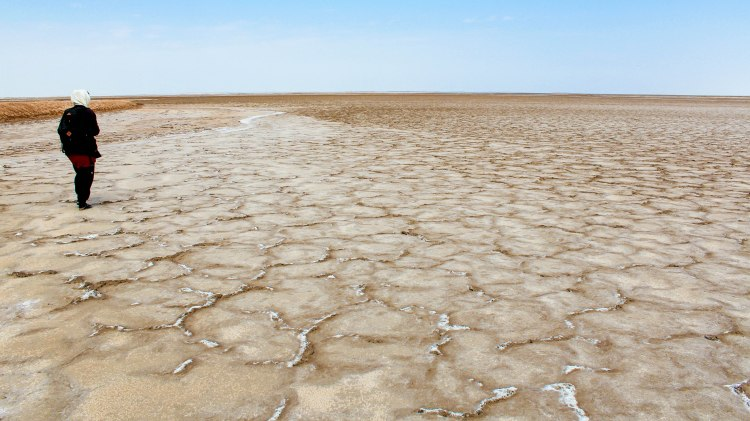 iran-travel-blog-maranjab-desert-kashan-solo-backpacking-salt-lake