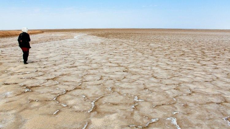 iran-travel-blog-maranjab-desert-kashan-solo-backpacking-salt-lake