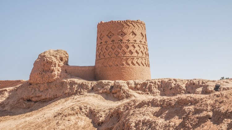 iran-travel-blog-maybod-desert-city-backpacking-yazd