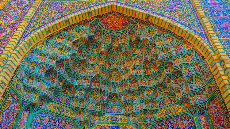 iran-travel-blog-shiraz-nasir-ol-molk-pink-mosque-backpacking