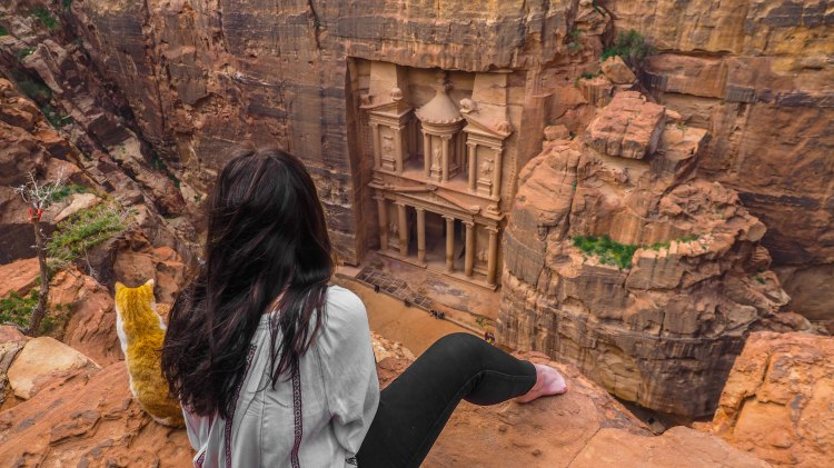 travelling-the-world-solo-travel-blog-work-with-me-petra-jordan-treasury