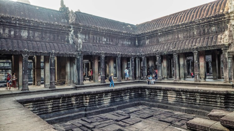 angkor-wat-siem-reap-sunrise-travel-blog-cambodia-budget-backpacking-solo