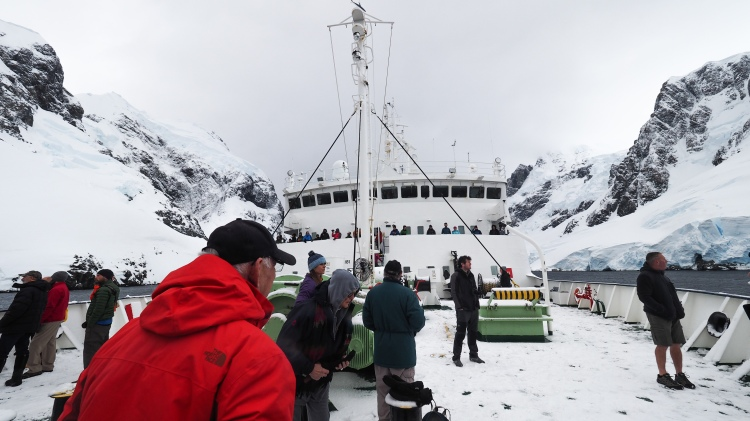 lemaire-channel-antarctica-travel-blog-solo-oceanwide-expeditons